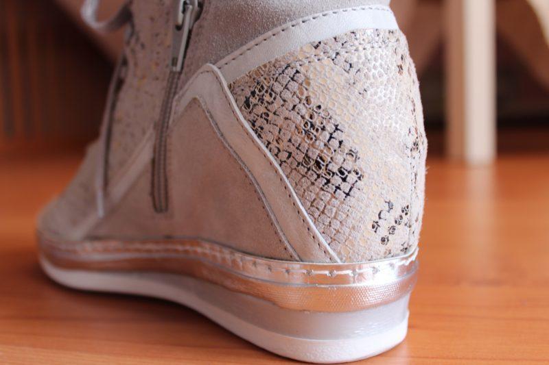 sneakers.con.tacco